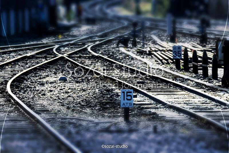 ブログ記事用無料イメージ画像:線路のある風景 4素材|素材スタジオ