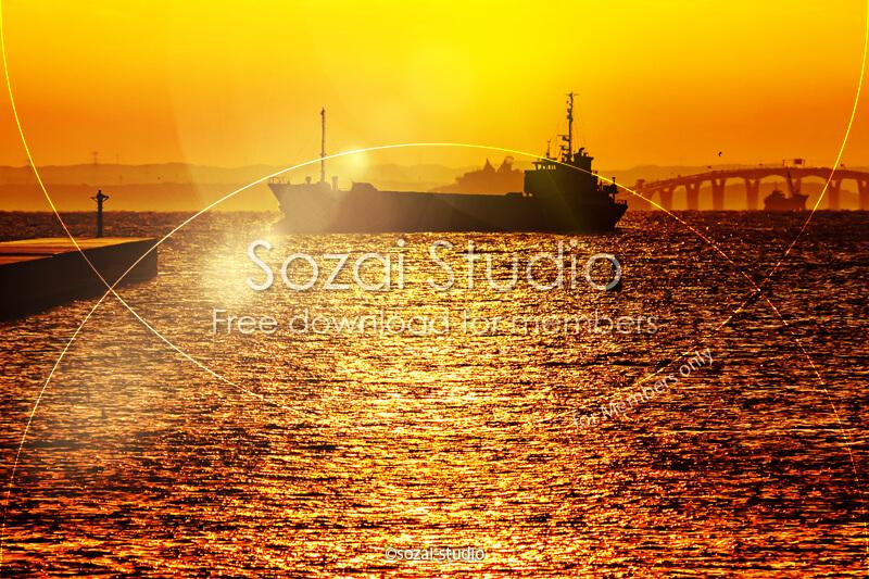 ブログ記事用無料イメージ画像:東京湾の朝焼けとタンカー 4素材|素材スタジオ