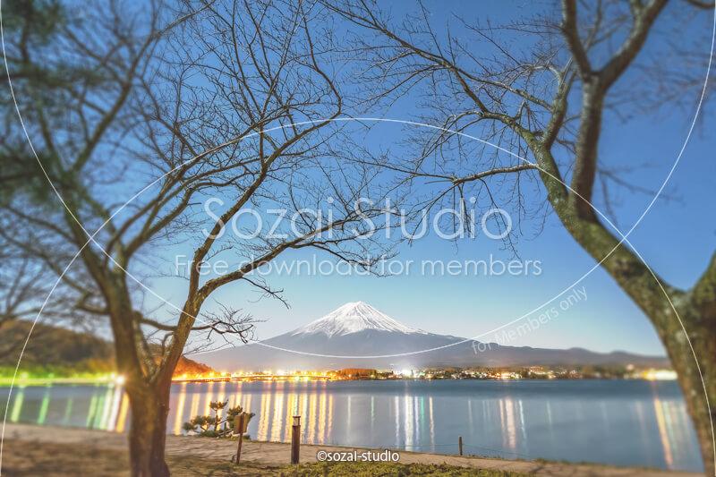 ブログ記事無料アイキャッチ画像:富士山と河口湖の夜景4素材|素材スタジオ