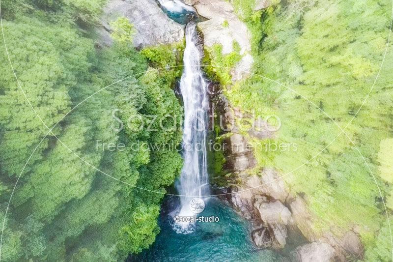 滝の俯瞰(空撮):ブログ記事無料アイキャッチ画像