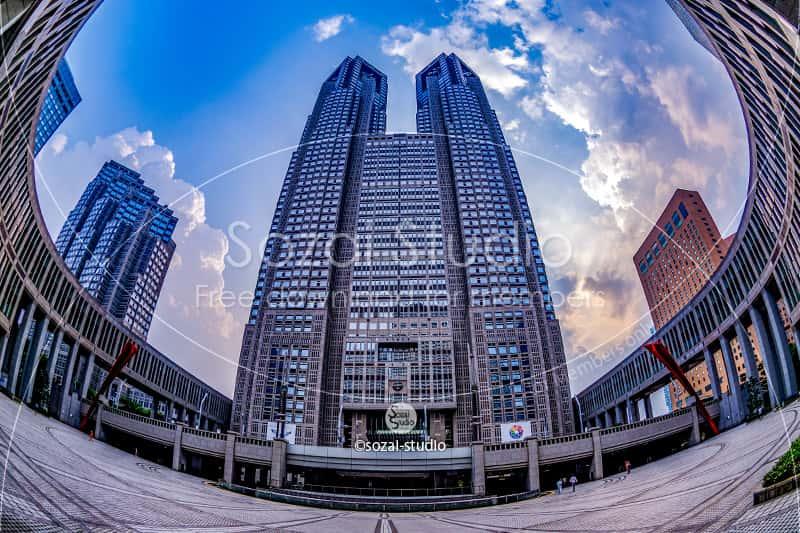 東京都庁と都民広場(魚眼):ブログ記事無料アイキャッチ画像